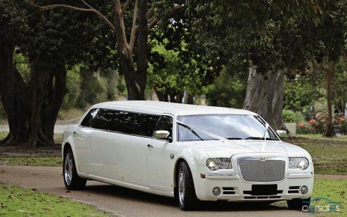 White super stretch Chrysler 800 x 500