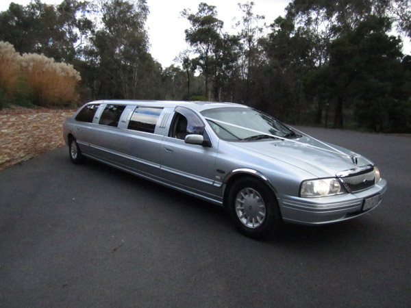 600 x 450 Wedding stretch Limo for sale Ford LTD 2003 12 seat